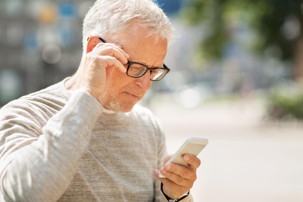 22-летняя курянка обокрала соседа-пенсионера с помощью его же телефона