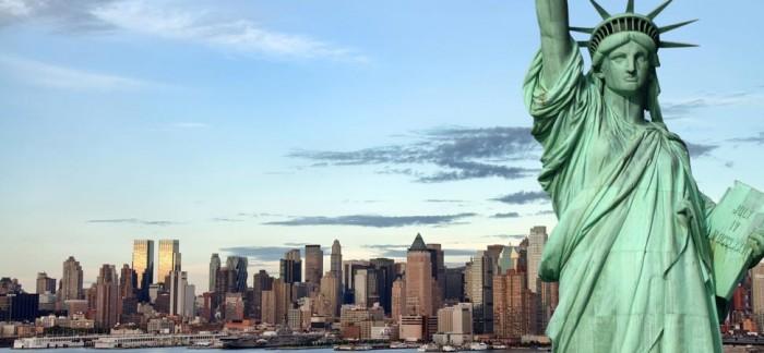 Sochu svobody darovali Američanům Francouzi, u New Yorku byla vztyčena 28.