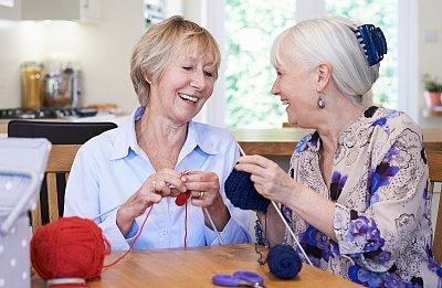 Starobní důchody se zvýší v průměru o 805 korun, rozhodla vláda