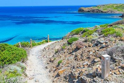 Jak si užít jarní Menorcu? Rozhodně pěšky!