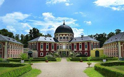 Slavnost růží na zámku Veltrusy