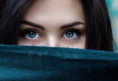 gotická dívka seznamka bílá hledá černé seznamky